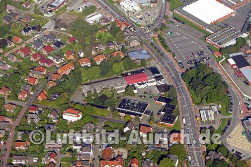 Aurich Emder Straße. Bildmitte ehemaliges Autohaus Saathoff (asa) - vermutlich neuer Kino-Standort