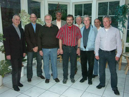 Der neue Battenfelder Ortsbeirat mit Bürgermeister Claus Junghenn, dem ersten Beigeordneten Kurt Kramer und den ausscheidenden Ortsbeiräten Ulrich Kirchhübel und Günter Pez.
