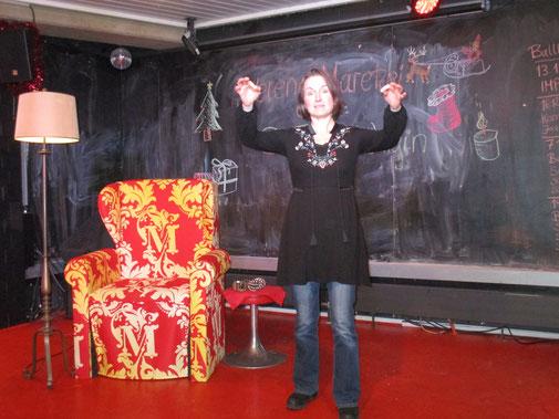 Maerena auf der Bühne im Ballhof Café
