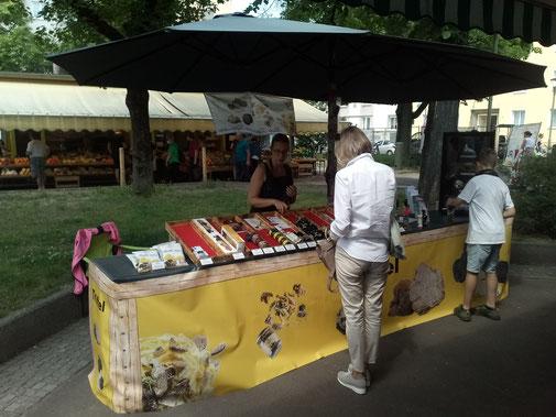 Wöchentlicher Trüffelmarkt in Linz - Marktstand Trüffelhang.at - Trüffel und Trüffelprodukte von Zigante Tartufi