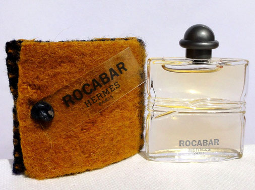 ROCABAR : FLACON TRANSPARENT DANS POCHE EN CRIN DIFFERENTE