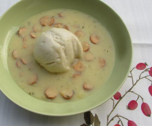 Dampfnudeln mit Salzkruste und Kartoffelsuppe