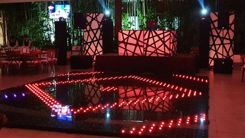 KLS pista iluminada led en tonos cálidos durante recepción en Hacienda San Fernanado.