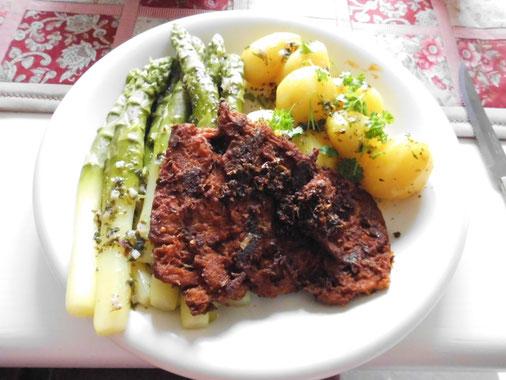 Grüner Spargel, Bio-Kartofeln Linda, Weizensteakli, veg. Buttersauce
