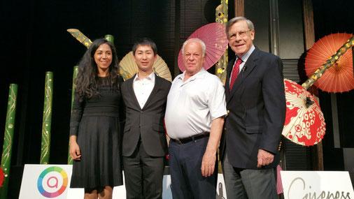 右から)エド・ディーナー博士、マーティン・セリグマン博士、黒野正和、エミリー・スミス氏
