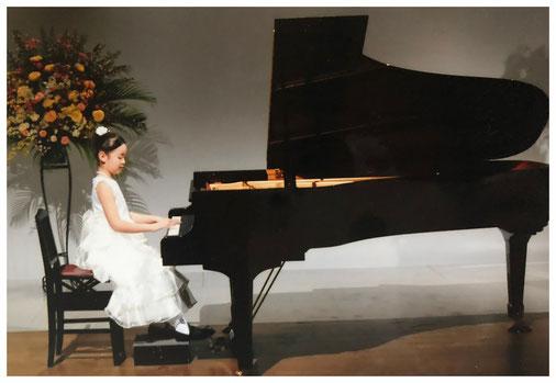 札幌市白石区ピアノ教室松下恭子音楽教室では、初めてピアノに触る方の為に、手指のフォーム、身体の脱力、基礎タッチから学びます。  美しい音の出し方、曲想についての指導をしていきます。