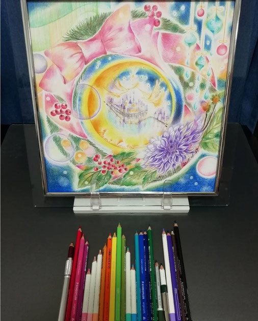 この色鉛筆で描かせて頂きました。