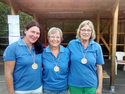 Vizemeister: Kerstin Allkemper (TSV Halle), Geneviève Heinz (1. Hamelner BC) und Hilda Oppermann (1. PC Göttingen)