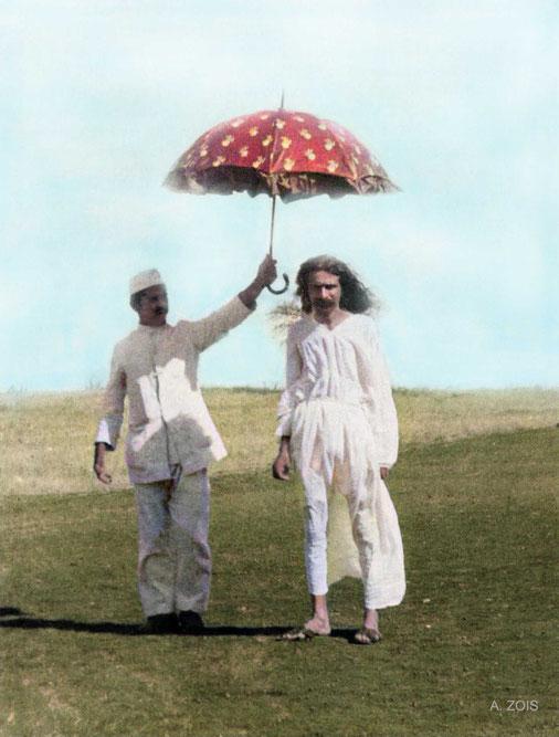 31.  1925 : Meherabad. Image colourized by Anthont Zois,