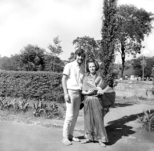 Guruprasad, Poona : Peter and Helen Rowan from Melbourne, Australia in the Guruprasad gardens. Courtesy of the Sriramamoorthy Collection @ AMBCCPT, INDIA