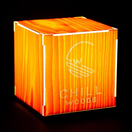 holzlampe-holzfurnierlampe-personalisierbar-individuell-eigenes Logo-chillwoods