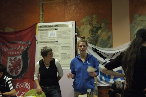 "Dr. Monique Wölk, AG Umweltmanagement und Anne Kotula vom NABU Projekt ""Umwelt ohne Müll!"", Foto: Monique Wölk"