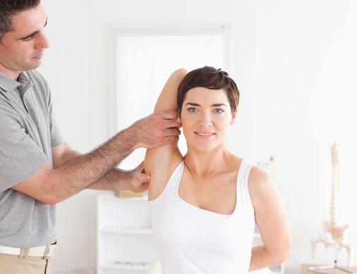 In der ersten Behandlung mit Senmotic Faszien Therapie geben wir dem Brustkorb mehr Luft zum Atmen.