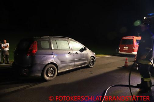 Feuerwehr; Blaulicht, Fotokerschi.at; Brand; PKW, Polizist; Löschen