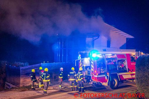 Feuerwehr; Blaulicht; Fotokerschi.at; Straßham; Brand; Einfamilienhaus; Kellerbrand;