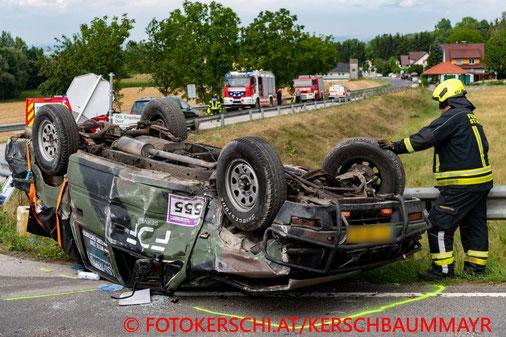 Feuerwehr, Blaulicht, Fotokerschi.at, Verkehrsunfall, PKW, B1, Auto auf Dach