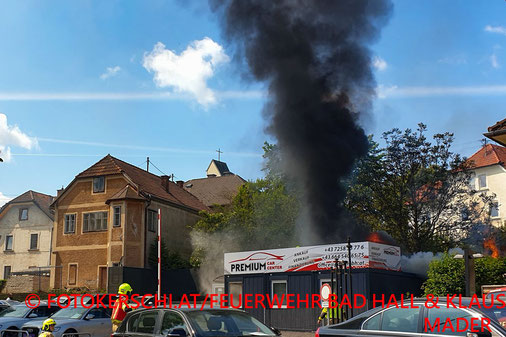 Feuerwehr; Blaulicht; Fotokerschi.at; Brand; Werkstättencontainer; Bad Hall;