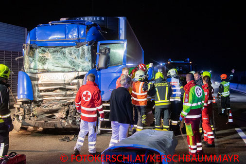 Feuerwehr, Blaulicht, Fotokerschi.at, Unfall, St. Valentin, A1, Westautobahn, LKW