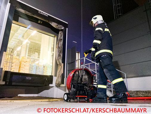 Feuerwehr; Blaulicht; Fotokerschi.at; Brand; Wäscherei; Enns;