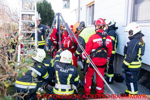 Feuerwehr; Blaulicht; Fotokerschi.at; Personenrettung; Schacht; Hart; Leonding;