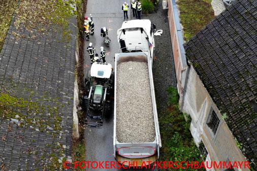 Feuerwehr; Blaulicht; Fotokerschi.at; Unfall; Traktor; LKW; FF Lungitz; FF St. Georgen an der Gusen;