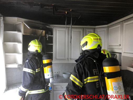 Feuerwehr, Blaulicht. Brand, Ennsdorf, Küche, Fotokerschi.at
