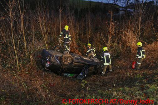 Feuerwehr; Blaulicht; Fotokerschi.at; PKW; Überschlag; Unfall; Schleudern; St. Florian;