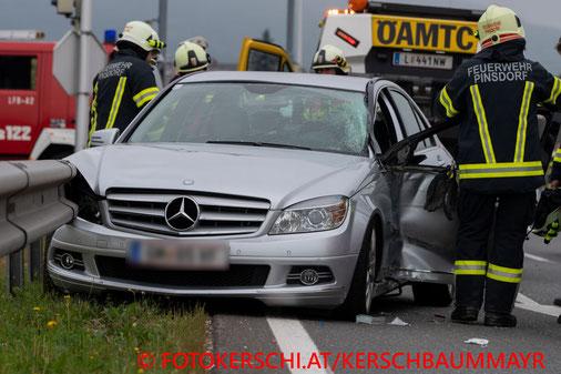 Feuerwehr, Blaulicht, Fotokerschi.at, Verkehrsunfall, PKW, Reisebus