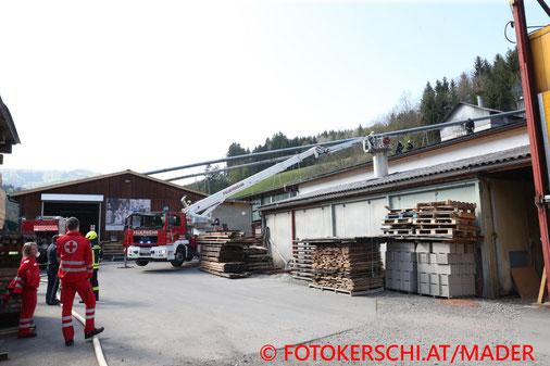 Feuerwehr; Blaulicht; Fotokerschi.at; Brand; Dach; Sägewerk;