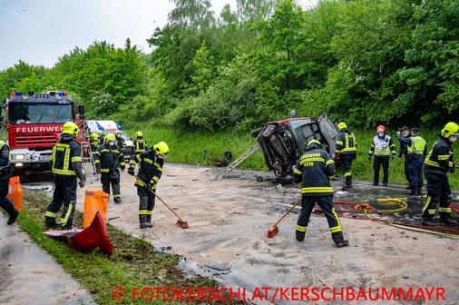 Feuerwehr; Blaulicht; Fotokerschi.at; Unfall; PKW; Anhänger; LKW; B122a; Steyr;