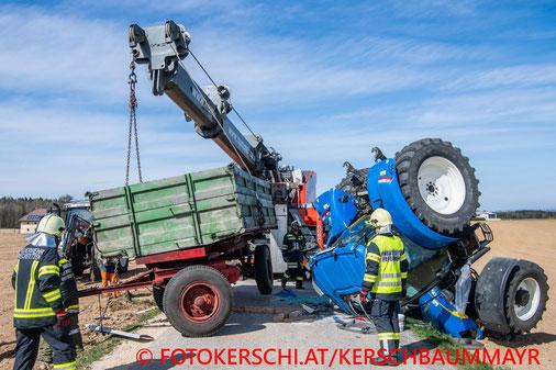 Feuerwehr, Blaulicht, Unfall, Traktor, Überschlag, St. Marien