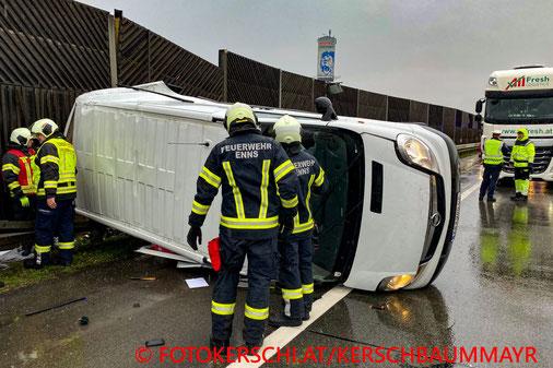 Feuerwehr; Blaulicht; Fotokerschi.at; Unfall; Kombi; A1;