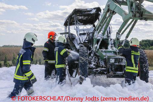 Feuerwehr, Blaulicht, Fotokerschi.at, Brand, Feuer, Traktor, Viehausen
