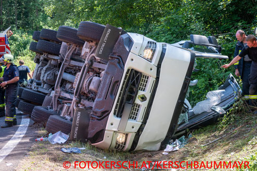 Feuerwehr, Blaulicht, Fotokerschi.at, Unfall, LKW, Betonmischwagen, umgestürzt, A7, Treffling