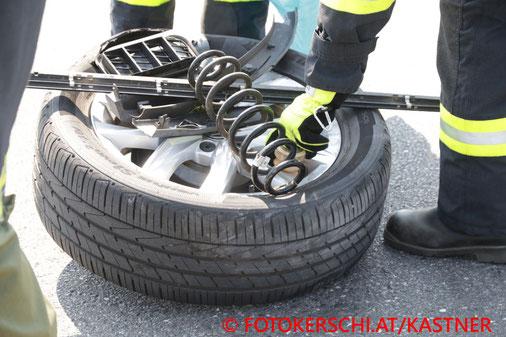 Feuerwehr, Blaulicht, Fotokerschi.at, Unfall, B131, Lindham, PKW, Walding, Kollision