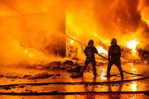 Feuerwehr, Blaulicht, Brand, Entsorgungsfirma, Traun, Linz