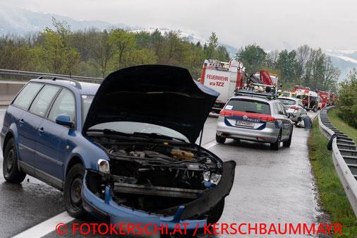 Feuerwehr, Blaulicht. Brand, Garage, Axberg, Fotokerschi.at