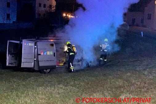 Feuerwehr; Blaulicht; Fotokerschi.at; Brand; Kleintransporter; PKW;