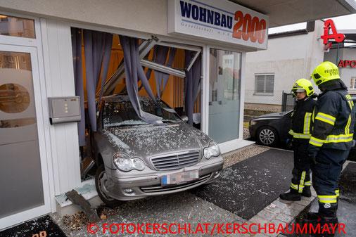 Feuerwehr; Blaulicht; Fotokerschi.at; PKW; Auslage;