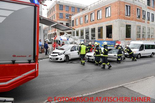 Feuerwehr, Blaulicht, Fotokerschi.at, Verkehrsunfall, Gallneukirchen, PKW