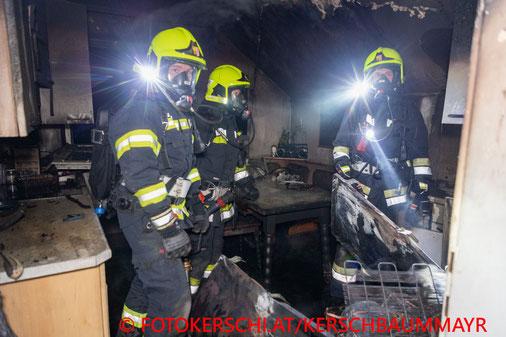 Feuerwehr; Blaulicht; Fotokerschi.at; Brand; Küche; Nachbarn retteten ältere Dame aus Brandraum;