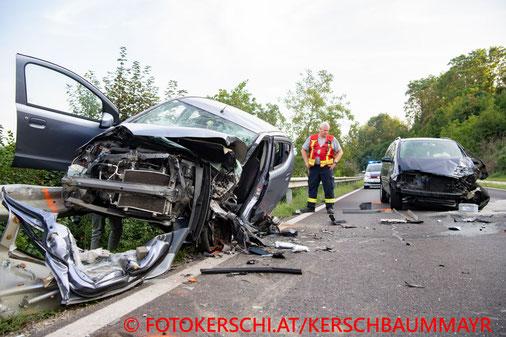 Feuerwehr, Blaulicht, Fotokerschi.at, Verkehrsunfall, Enns, PKW, Auto