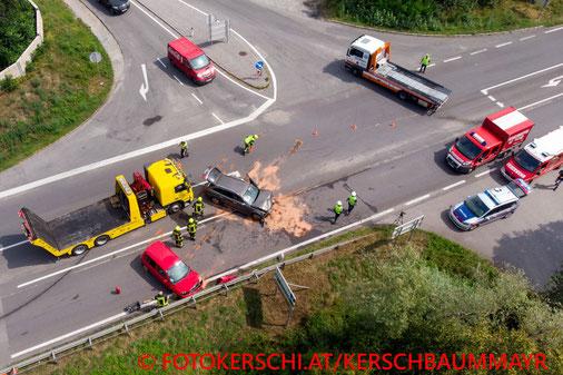 Feuerwehr, Blaulicht, Fotokerschi.at, Verkehrsunfall, PKW,  B3, Mauthausen