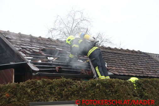 Feuerwehr, Blaulicht, Löschen, Steyr, FOTOKERSCHI.AT, Gartenhütte, Gasflaschen