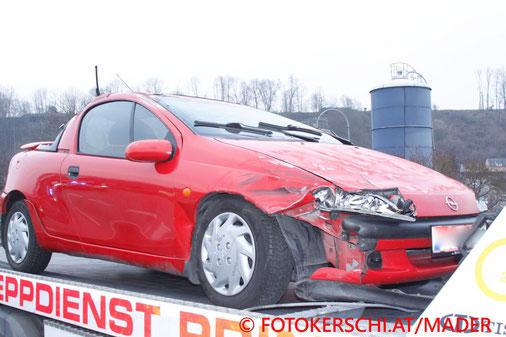 Feuerwehr; Blaulicht; Fotokerschi.at; PKW; Unfall; Überschlag; B122;