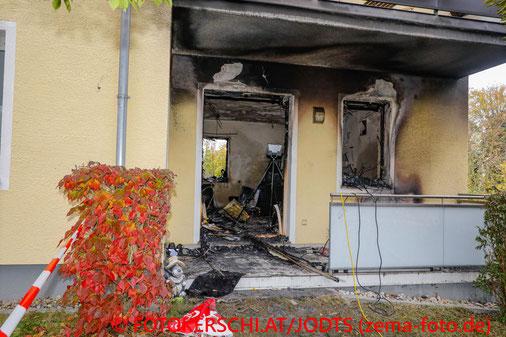Feuerwehr; Blaulicht; Fotokerschi.at; Brand; Wohnung; Zigarette; Vollbrand;
