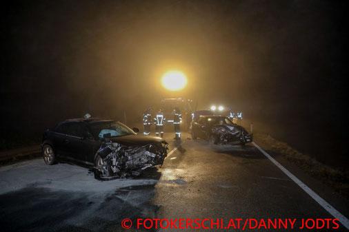 Feuerwehr; Blaulicht; Fotokerschi.at; PKW; Unfall; Frontalzusammenstoß; B148;