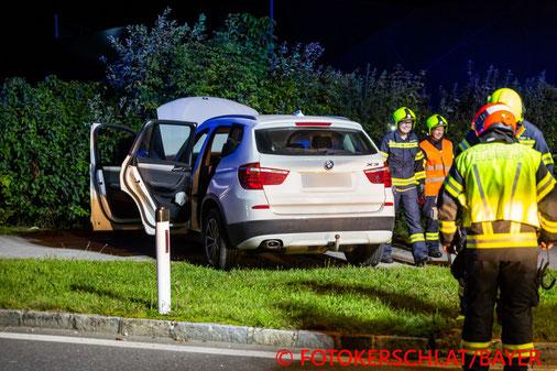 Feuerwehr, Blaulicht, Fotokerschi.at, Unfall, Kreisverkehr, Hitzing