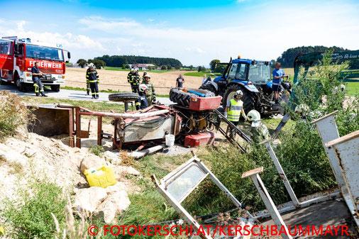 Feuerwehr, Blaulicht, Fotokerschi.at, Traktor, Umgestürzt, Kainbach