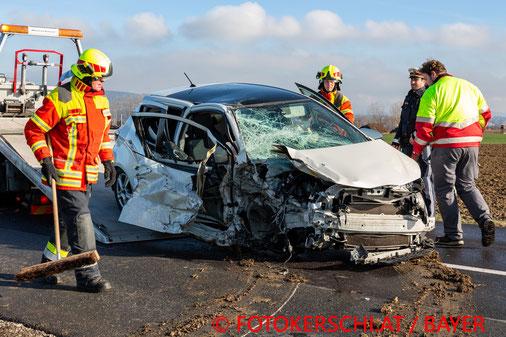 Feuerwehr, Blaulicht, B148, Kollision, Unfall, PKW, Polizei, Altheimer Straße
